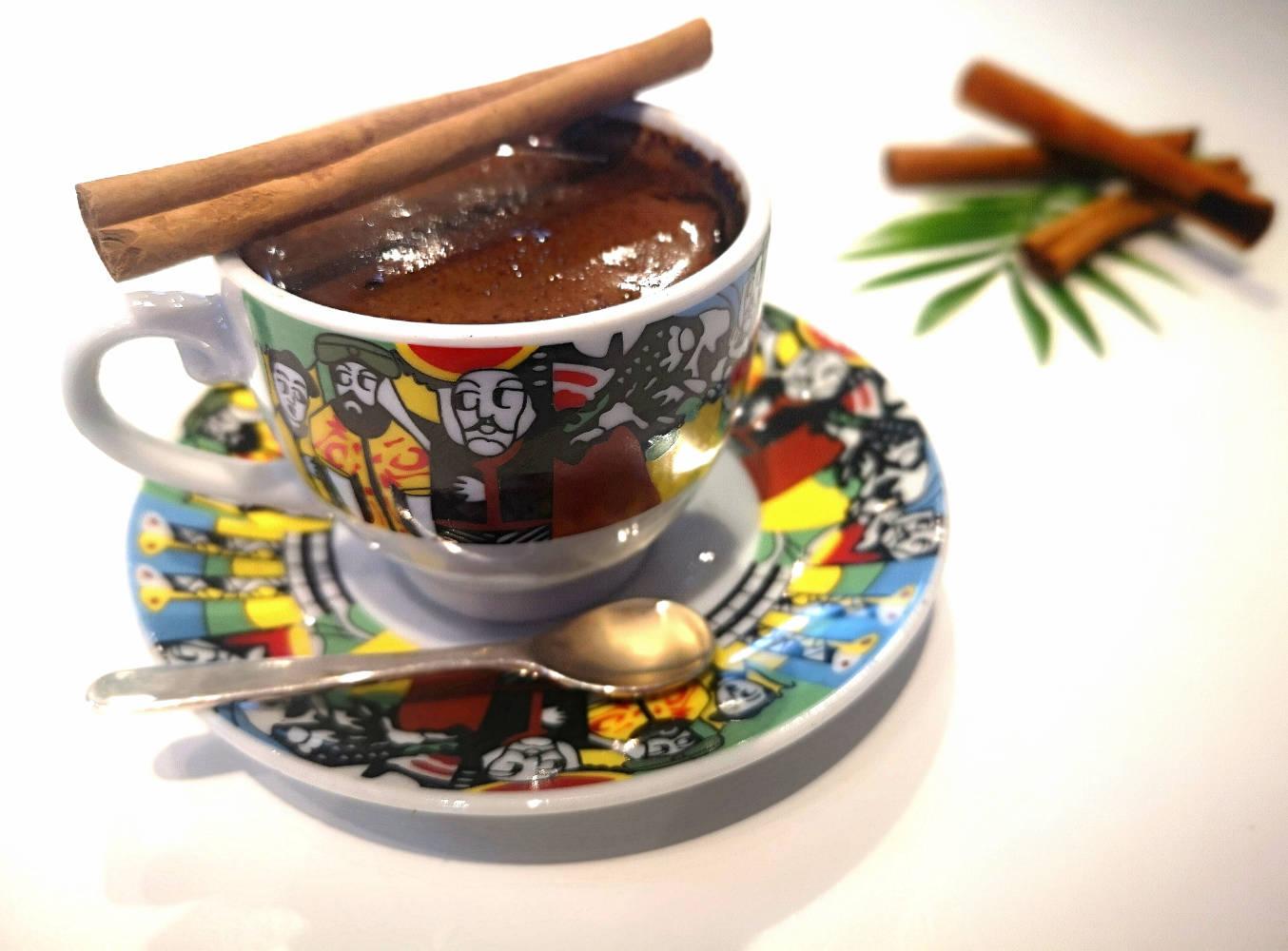Kuo pakeisti cukrų, bet išsaugoti kavos gėrimo malonumą?