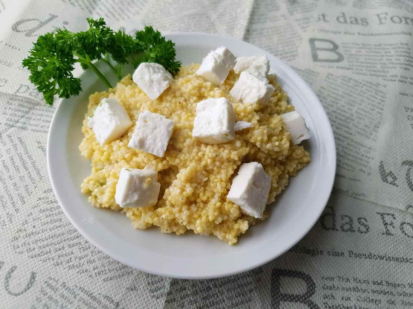 Sorų kruopų košė su feta sūriu