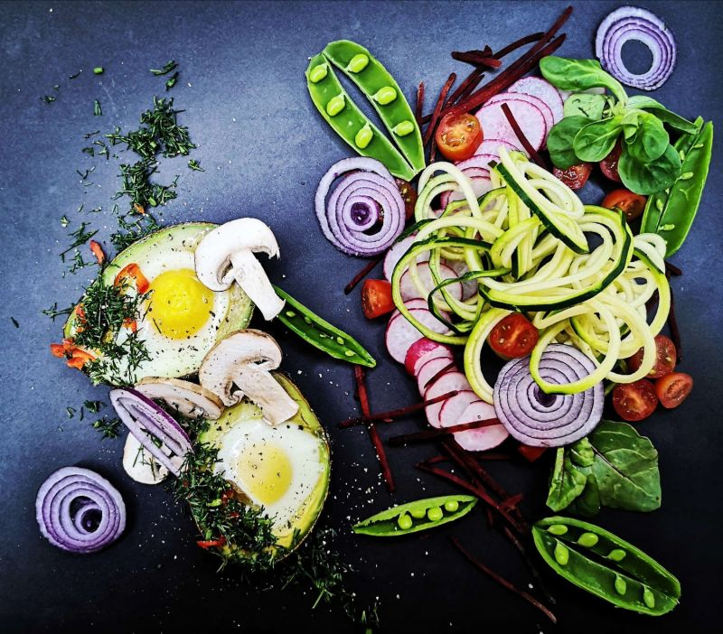 Avokade kepti kiaušiniai - šis patiekalas tinkamas pietums ir vakarienei