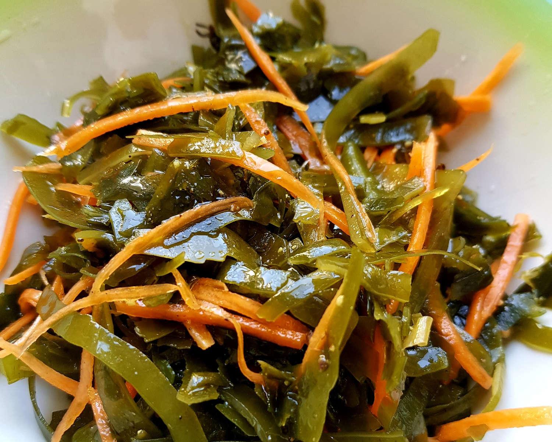 Jūros kopūstų ir morkų salotos