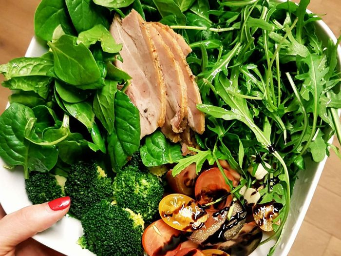 Kalakutiena su špinatais, gražgarste ir brokoliais