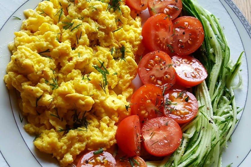 Kepti kiaušiniai su grūdėta varške, daržovėmis - Vaida Kurpienė