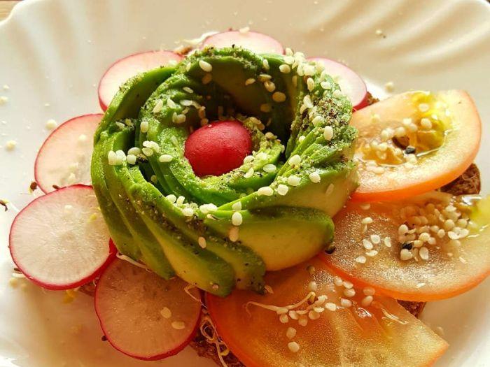 Sveikas sumuštinis su daržovėmis