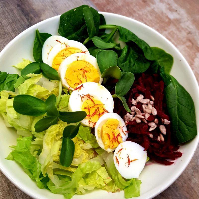 Salotos su kiaušiniu ir burokėliais