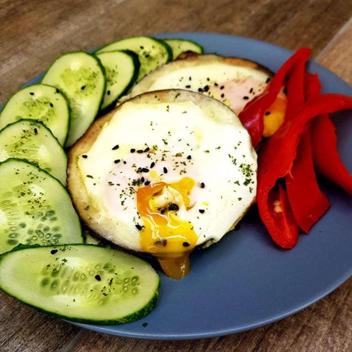 Kiaušiniu įdarytas baklažanas