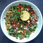 Pomidorų, avokado ir kalendros salotos