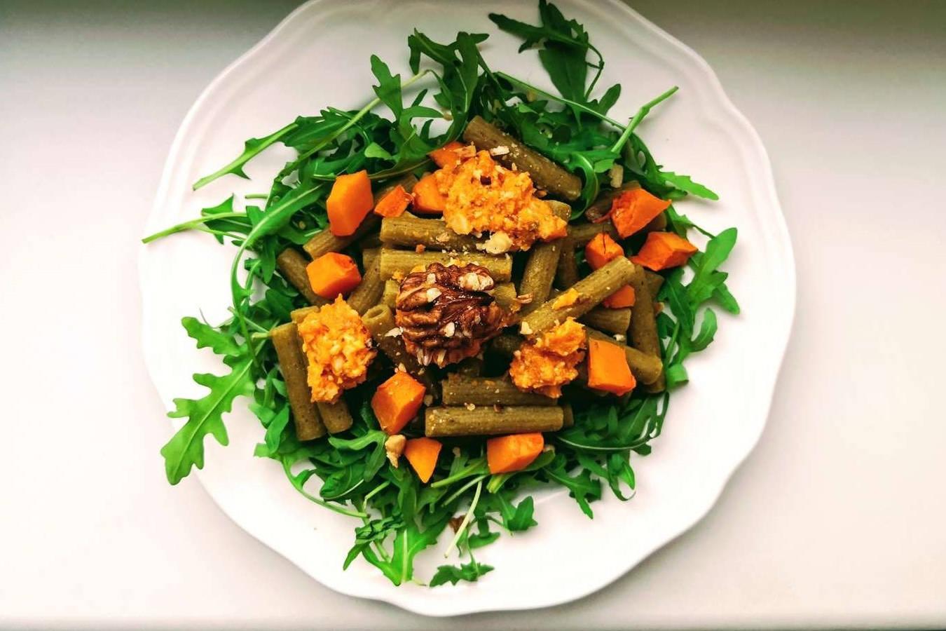 Baltyminiai makaronai be glitimo su moliūgų pesto