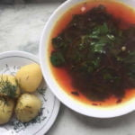 Šviežių burokelių lapelių sriuba su ciberžole
