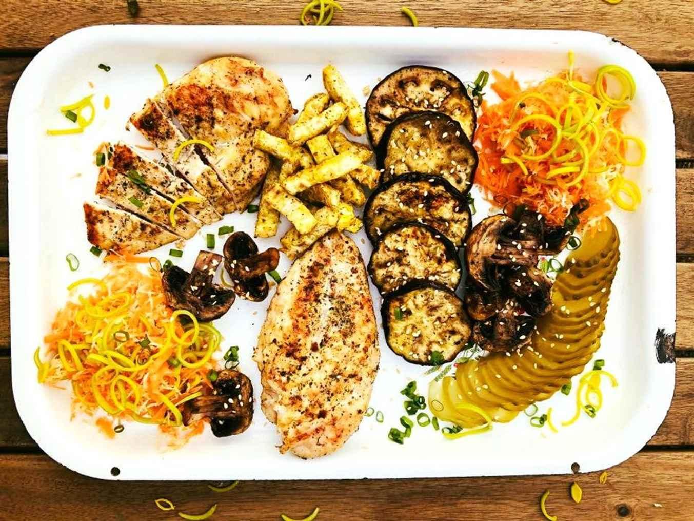 Pievagrybiai, baklažanai ir kitos daržovės, keptos ant griliaus