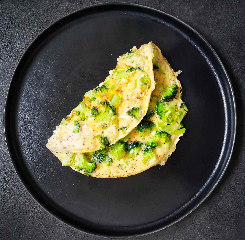 Omletas su brokoliais