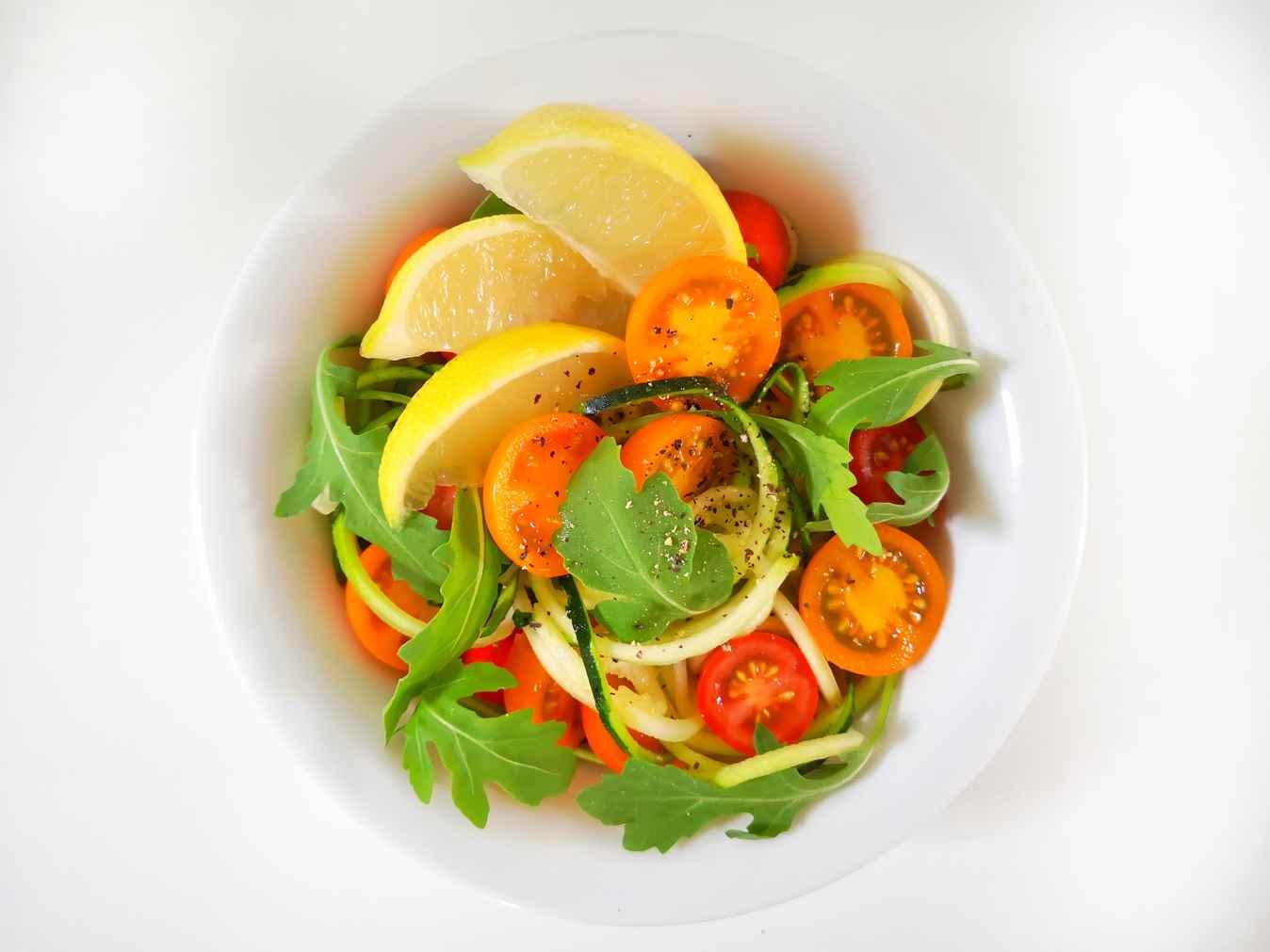 Cukinijų salotos su pomidorais ir gražgarste
