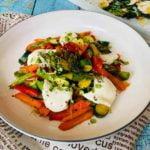 Šiltos salotos - kepintos daržovės ant lydyto sviesto su mocarela sūriu