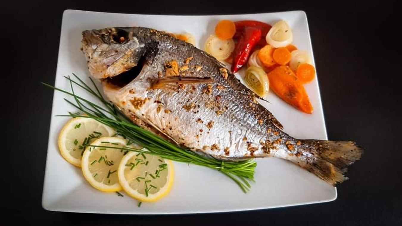 Žuvis arba jūros gėrybės su daržovėmis