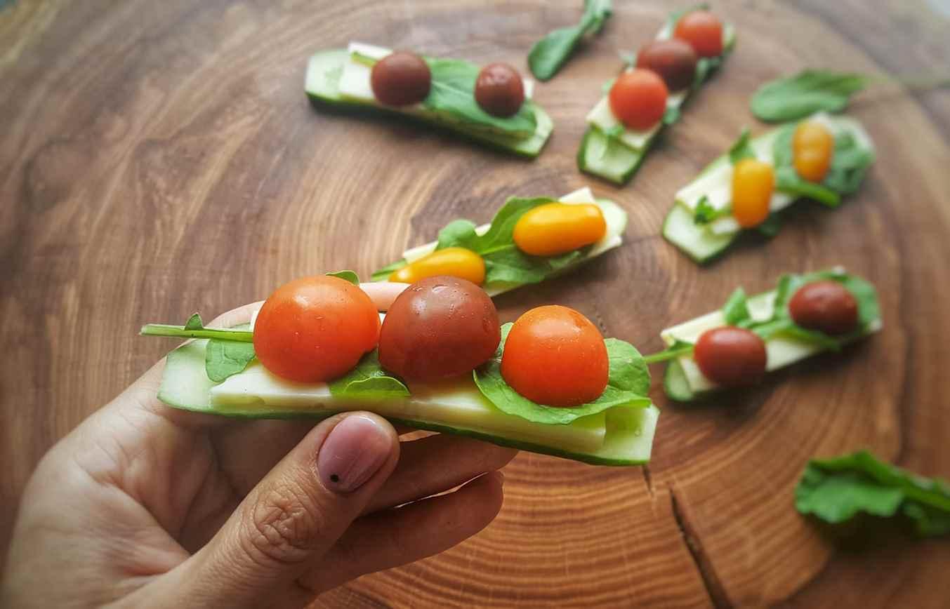 Sumuštinis kitaip: agurkas, sūris, pomidoras