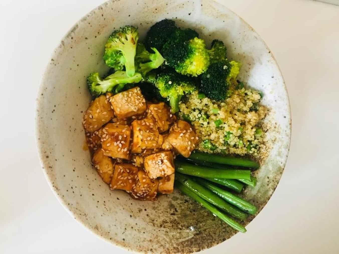 Salotos su tofu ir bolivine balanda