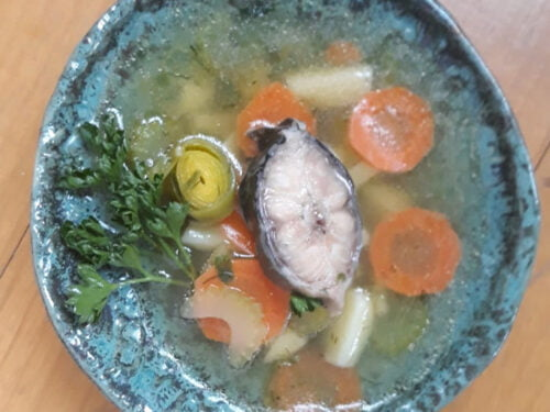 Žuvienė iš ungurio su bulvėmis ir žalumynais