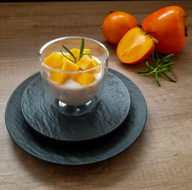kokosu-pieno-desertas-su-chia-seklomis-ir-persimonu
