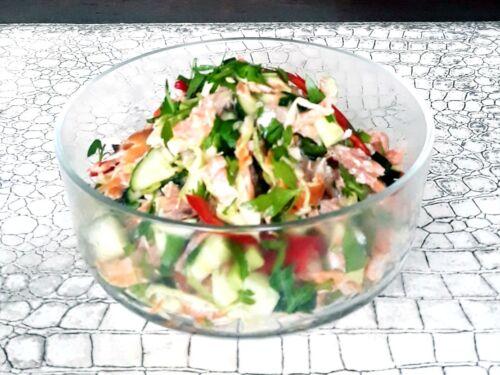 agurku-salotos-su-sudyta-lasisa