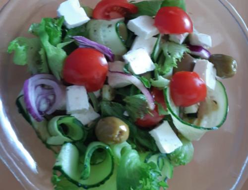 Daržovių salotos su fetos sūriu