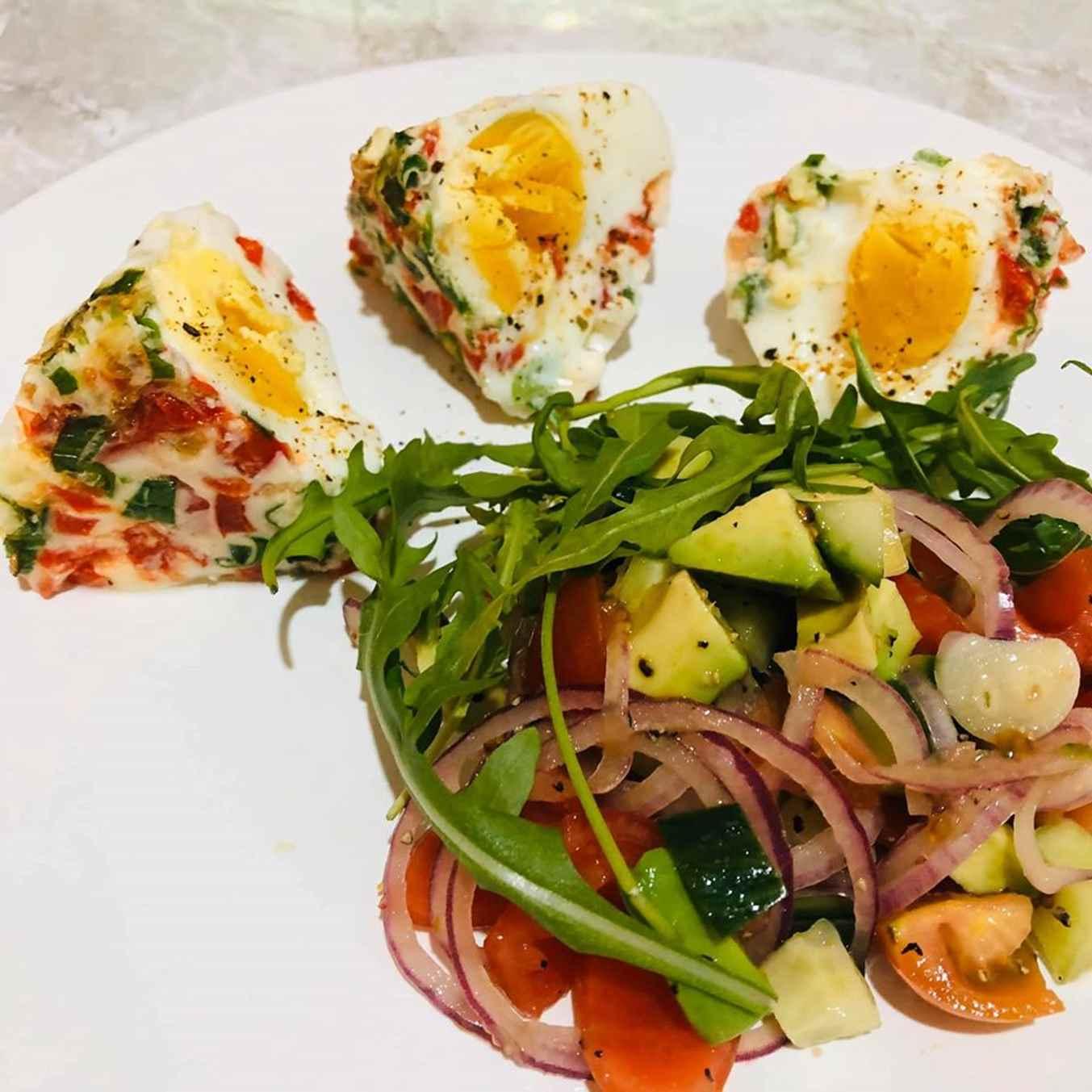 Valgome su mėgiamomis salotomis