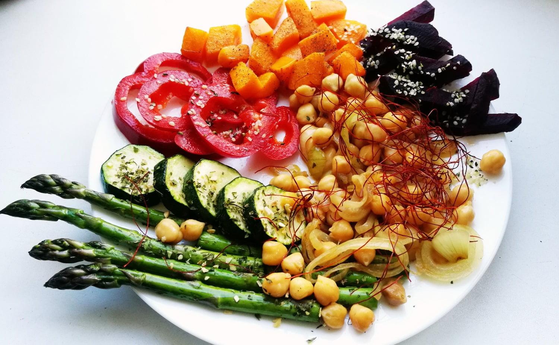 Avinžirniai su garuose virtomis ir keptomis daržovėmis