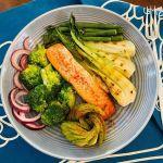 Lašiša kepta orkaitėje, brokolis, avokadas, kininis bastutis, šparaginės pupelės