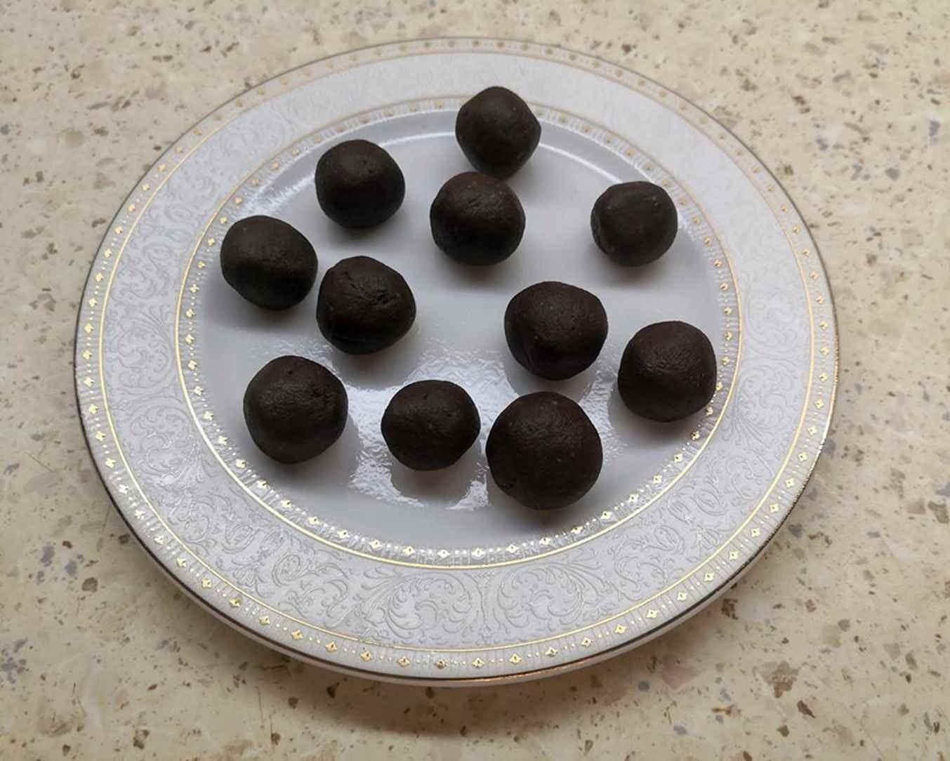 Avinžirnių ir kokoso pieno saldainiai - be pridėtinio cukraus