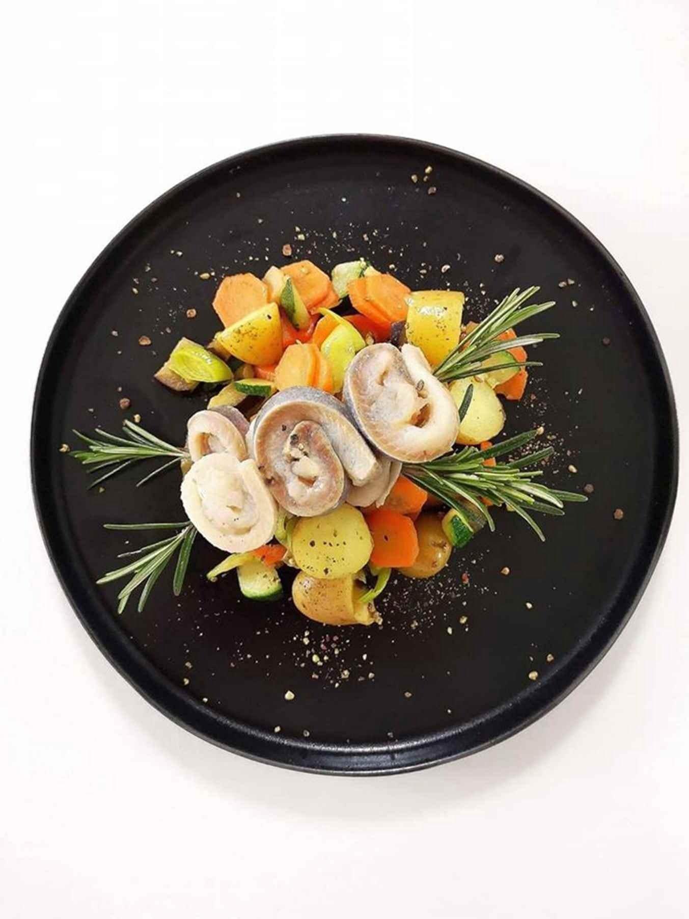 Silkės iešmeliai su daržovėmis