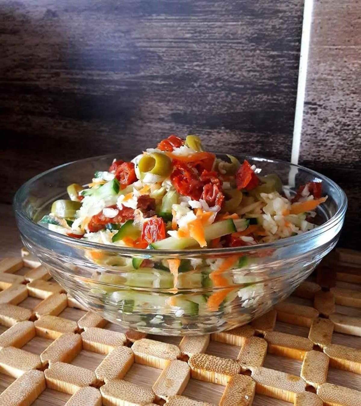 Gaivios kopūstų salotos su cukinija arba agurku (iš sveikos mitybos plano)